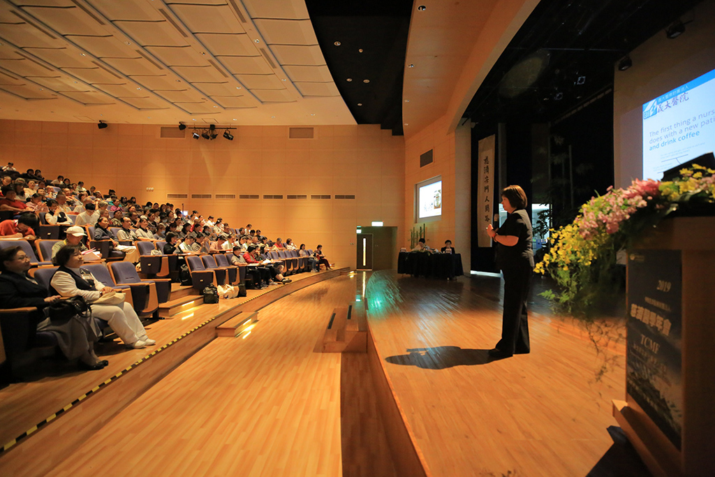 慈濟醫學年會長照專題研討會場,出席躍踴。