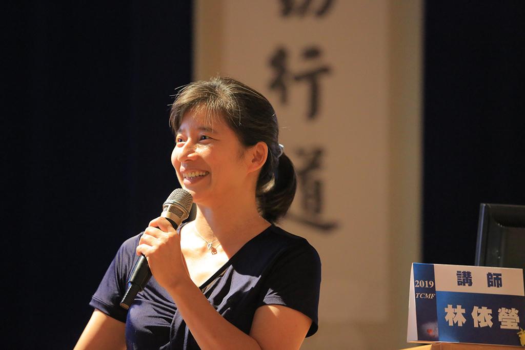 臺中市前副市長林依瑩分享在和平區部落推動長照經驗。