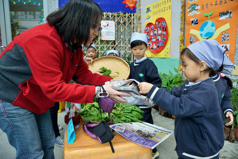 台南慈濟大愛幼兒園舉行蔬食廚房講座,推廣心素食儀。