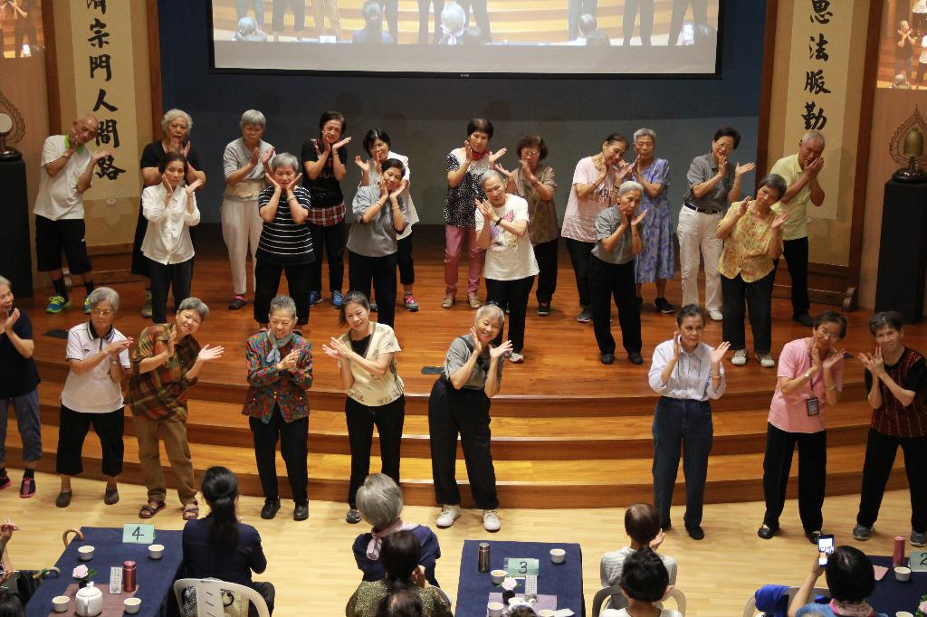 以「長者關懷長者」呈現最美的景致,在臺北市的大同區慈濟志工舉辦的歡慶重陽活動中,看見美麗豐碩的成果。(攝影/謝昭光)