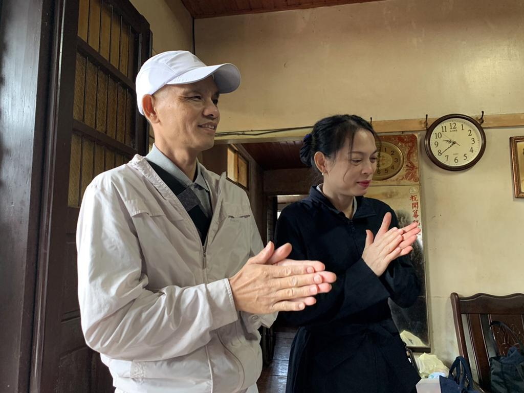 大病一場的實業家莊鳳鳴(左)發願要圓滿六個榮董,對此,妻子阮佳琪(右)也很贊同:「他做什麼決定,我都在背後支持。」
