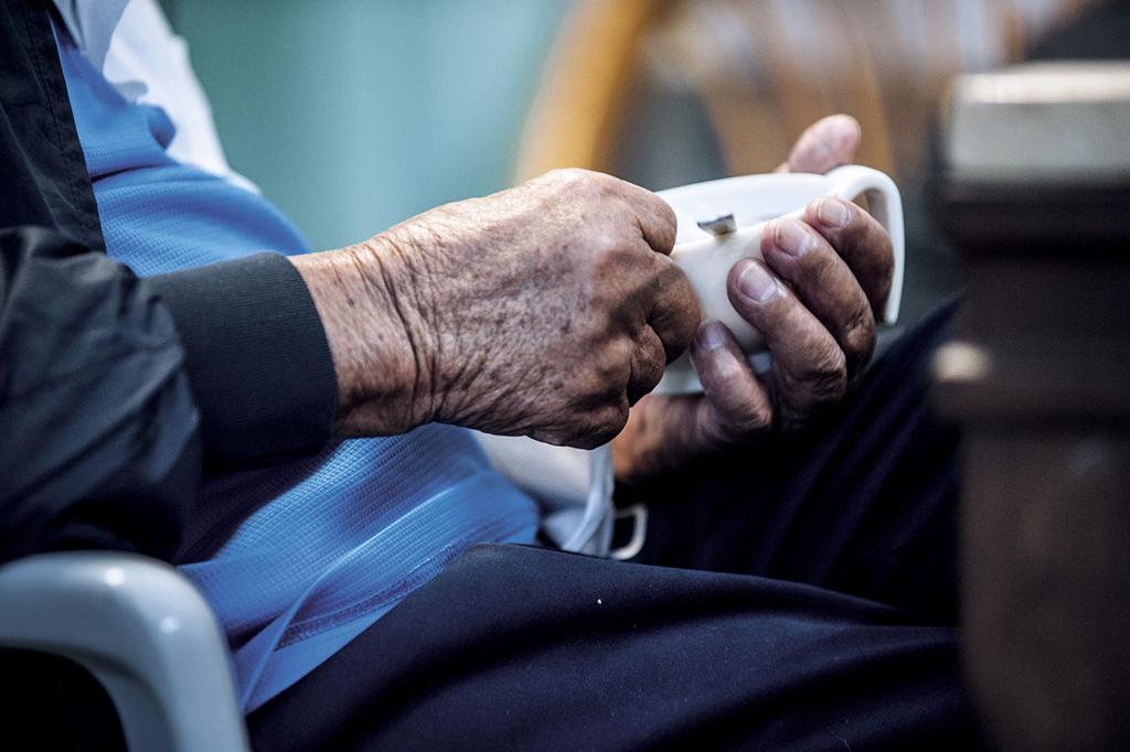 疲倦想睡、行動緩慢、體重減輕、不想出門……老人家愈來愈衰弱,不一定是自然的老化, 早期發現原因並調整生活模式、補充蛋白質、適當運動, 就有機會改善衰弱狀態,延緩失能。