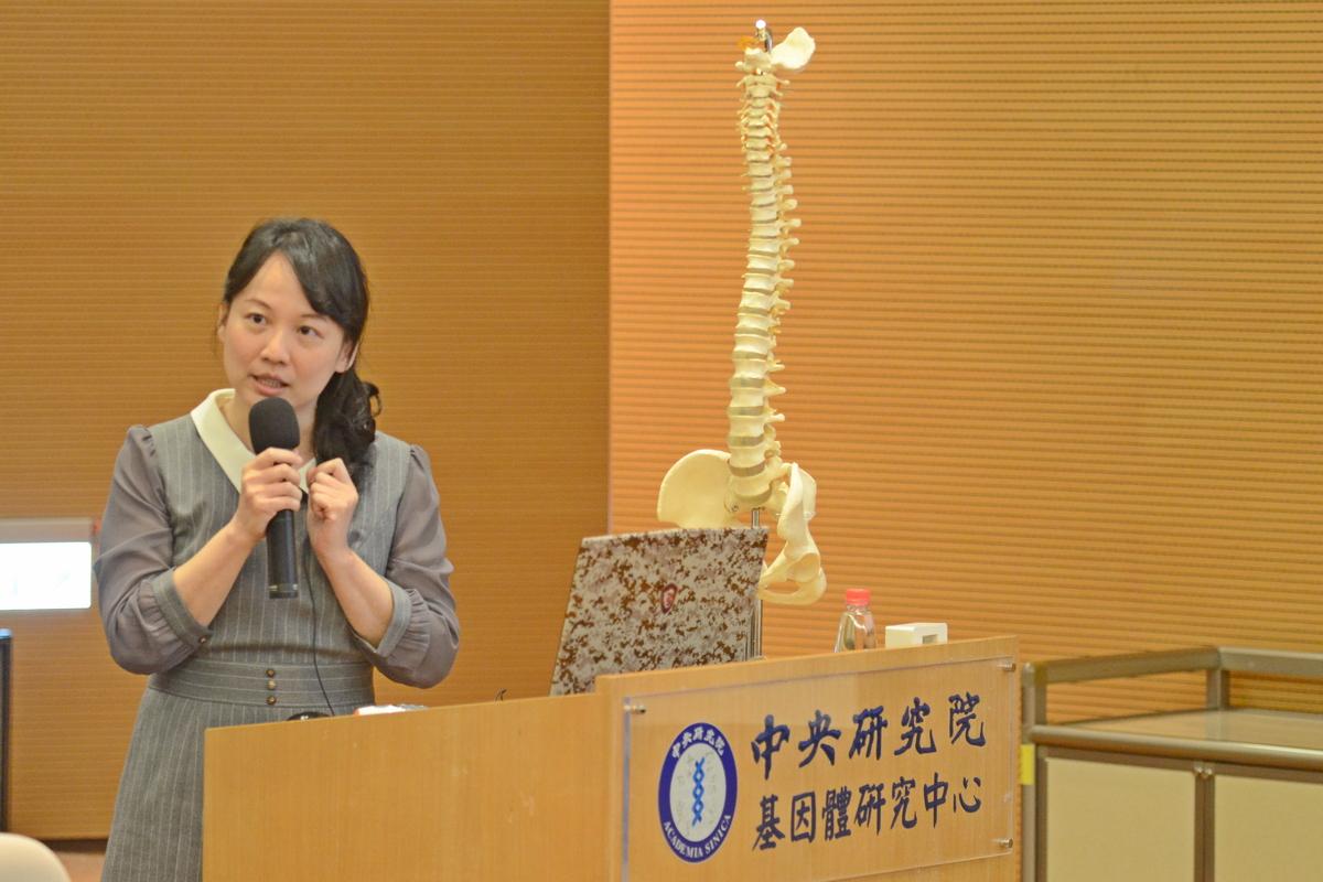 劉津秀醫師說明研究成果。