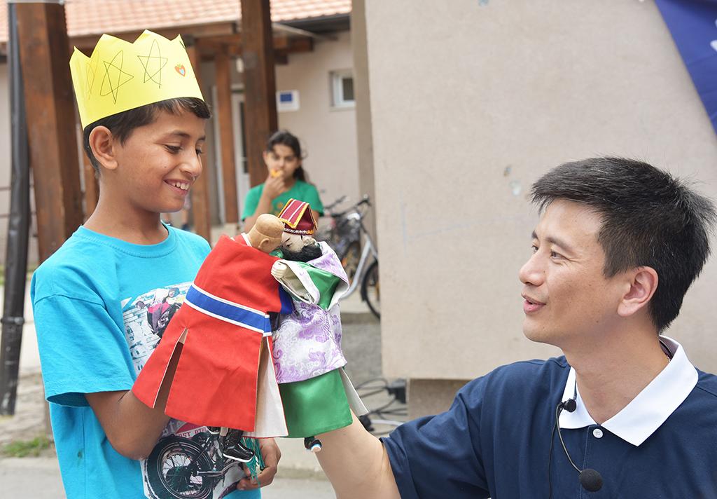 小朋友體驗操作布袋木偶。