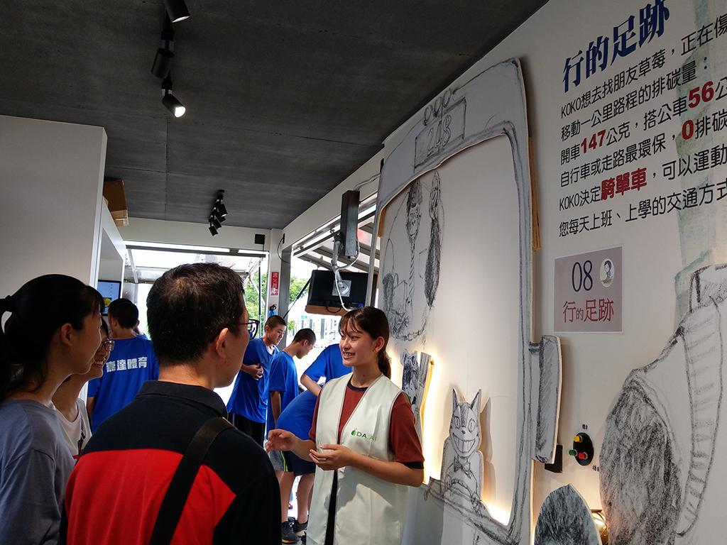 慈濟「行動環保教育車」,於7月29到8月2日在嘉義縣北回歸線太陽館舉辦,吸引不少民眾參訪。