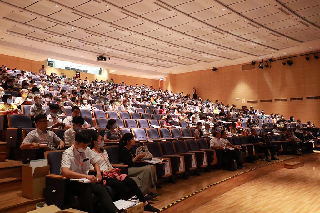 中醫師、藥師及民間草藥專家參與「臺灣民間藥用植物學術研討會」盛況。