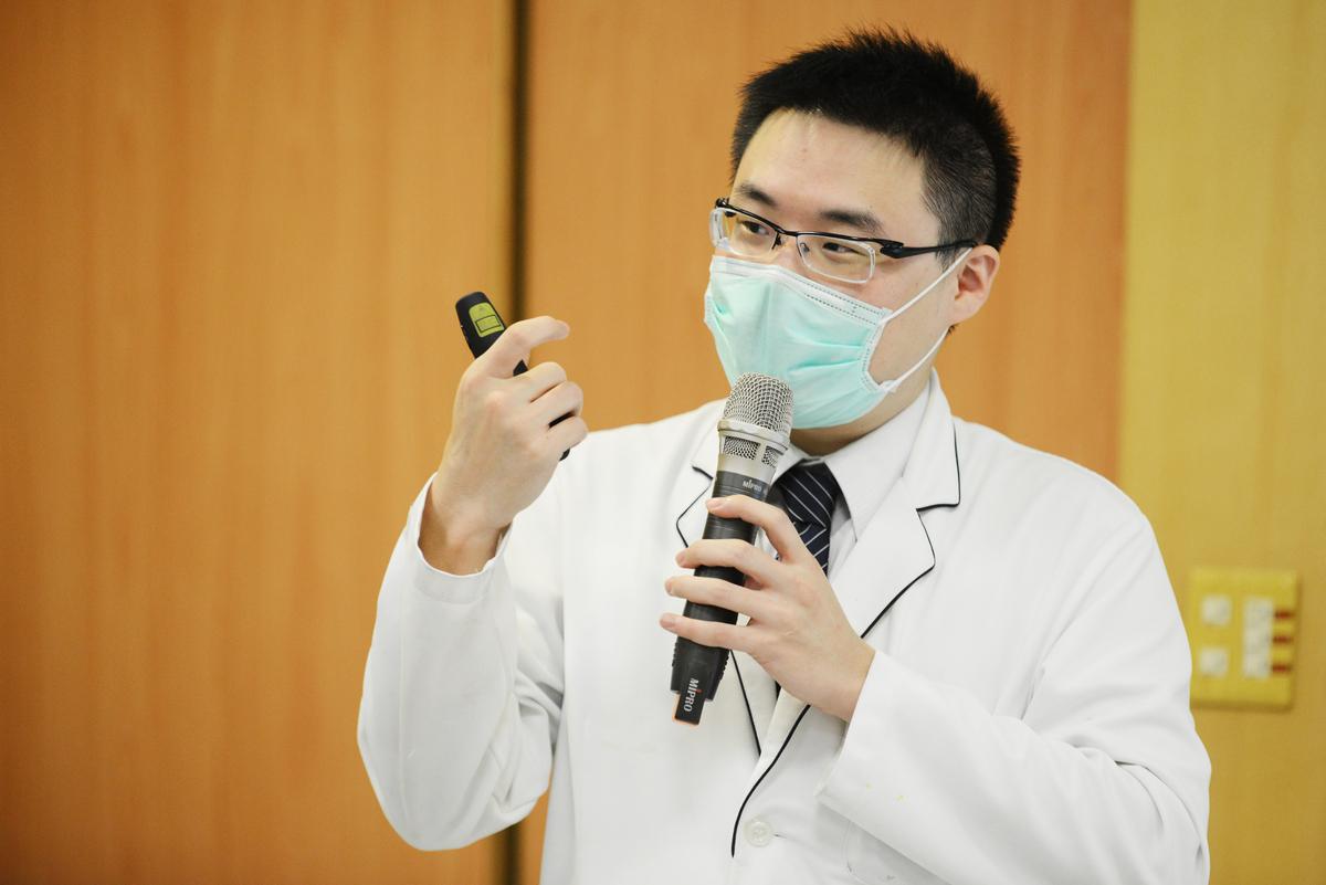 營養科郭柏良營養師針對保肝飲食進行衛教。