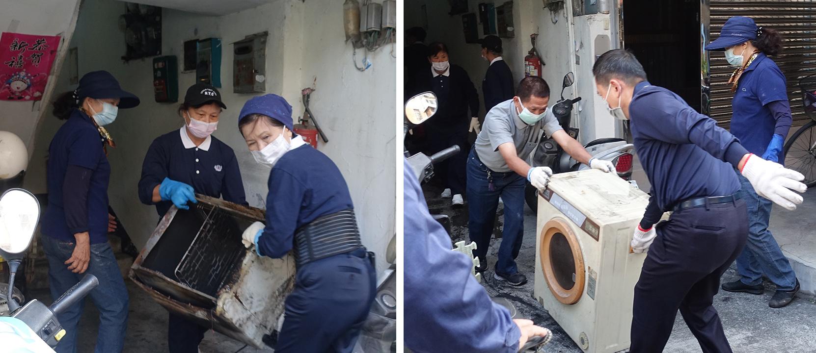 青壯志工將壞掉的家電搬下樓,本日也有10多位實業家來協助。志工接力將壞掉的家電搬下樓。