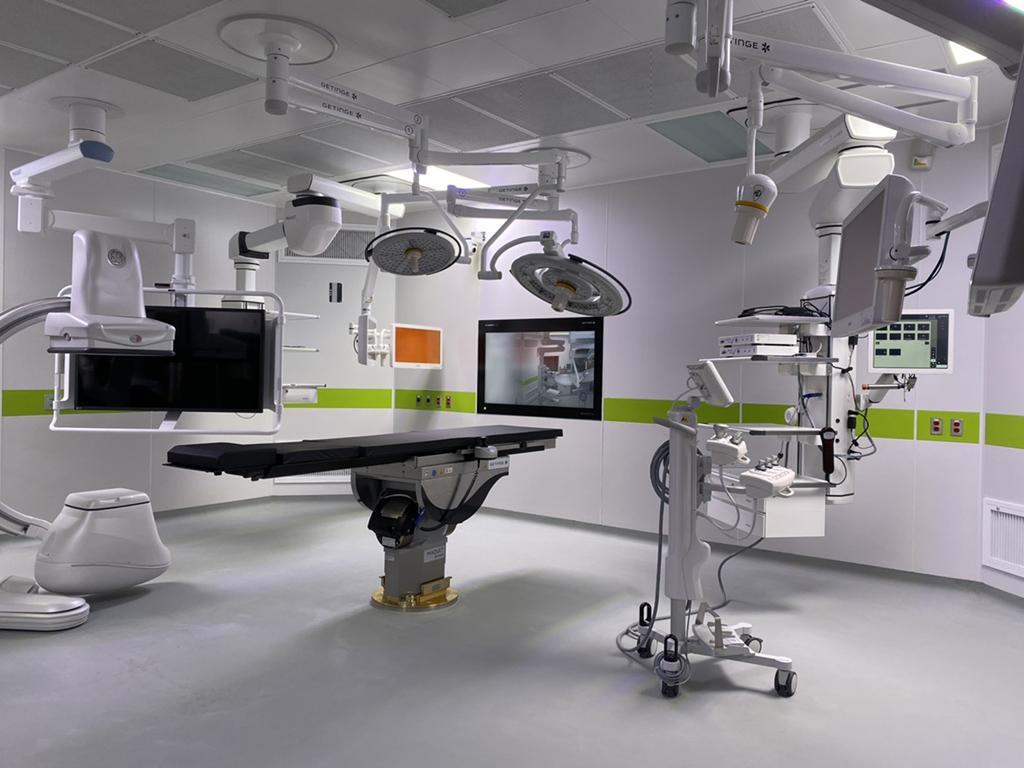 高階複合式手術室提供了術前、術中及術後的影像造影(如電腦斷層、血管攝影、核磁共振等),可立即評估手術效果。