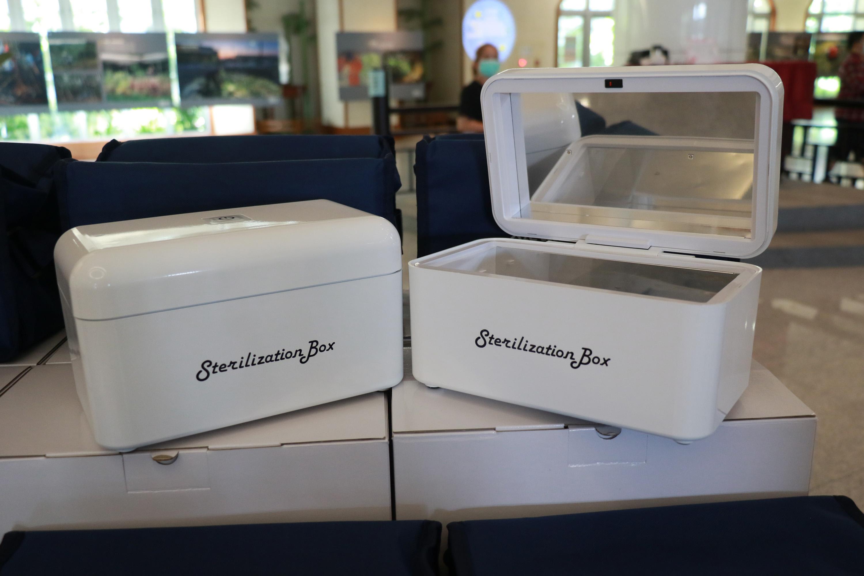 鴻鎵科技公司捐贈三十部UVC消毒盒給臺中慈濟醫院,讓醫院防護再升級。