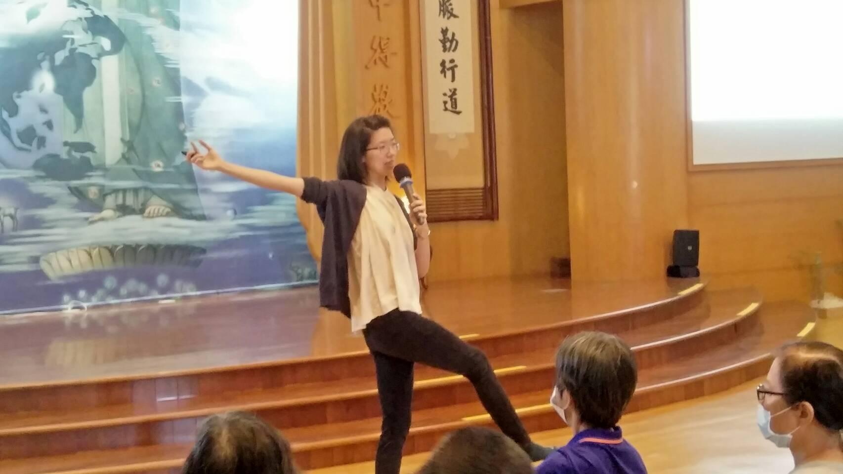 關山慈濟醫院中醫師張雅筑分享「中醫好護心」衛教課程。