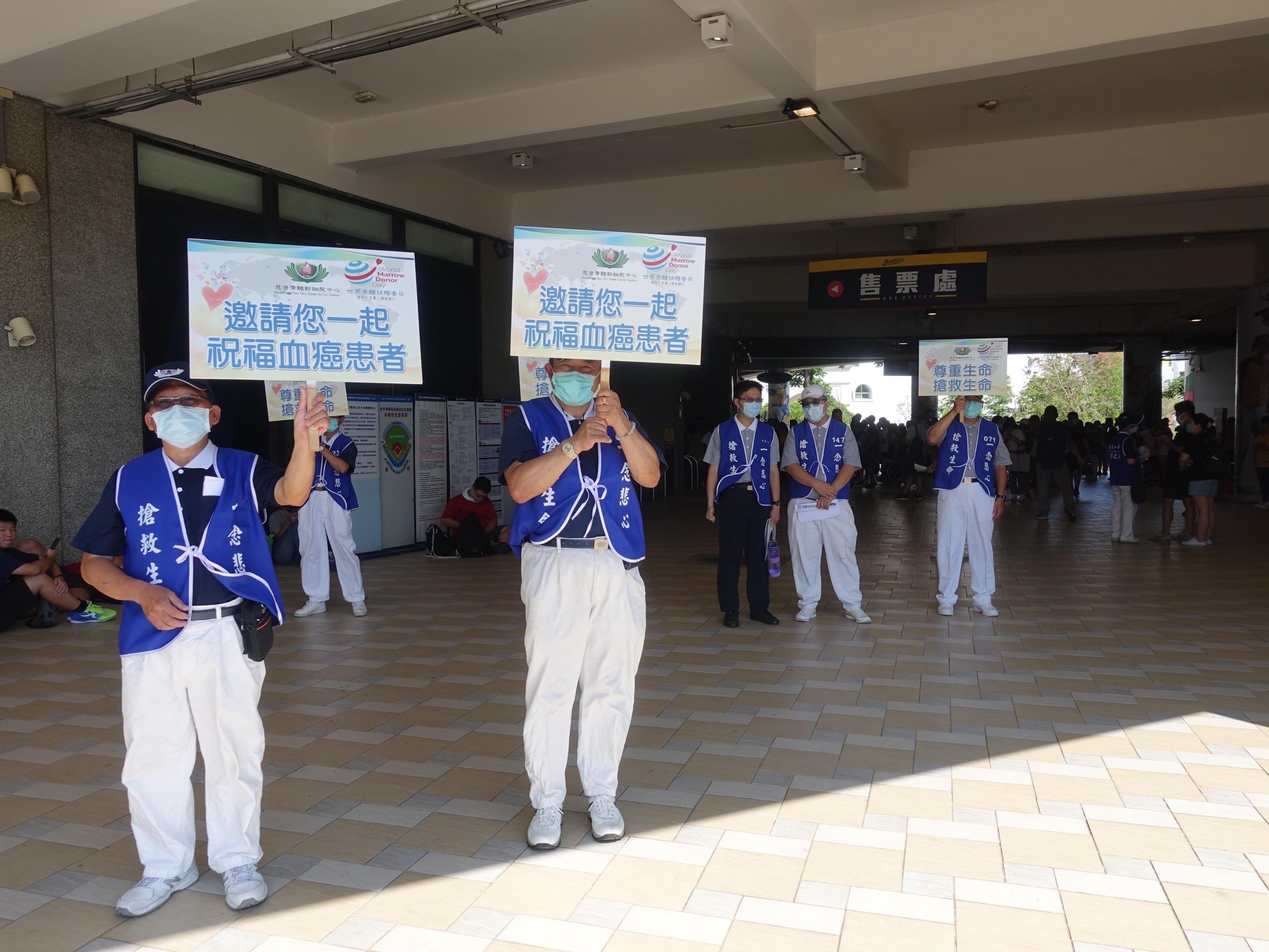 7月11日中職邀請慈濟在台中洲際棒球場推廣骨髓幹細胞建檔,傍晚立刻集滿100支。