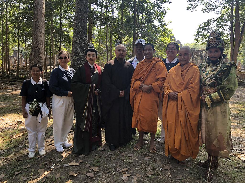 吳哥窟巧遇佛學團好也在研究真諦大師。