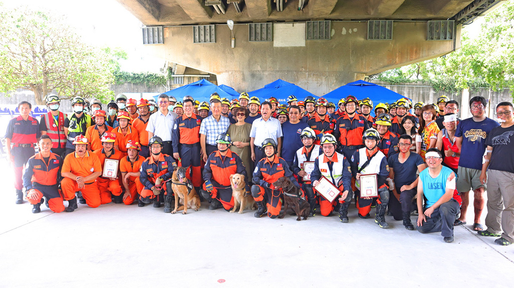 降低災害來臨時的傷亡率,提生存活可能,新北市政府消防局於7月2日至5日舉辦72小時不間斷救援訓練。