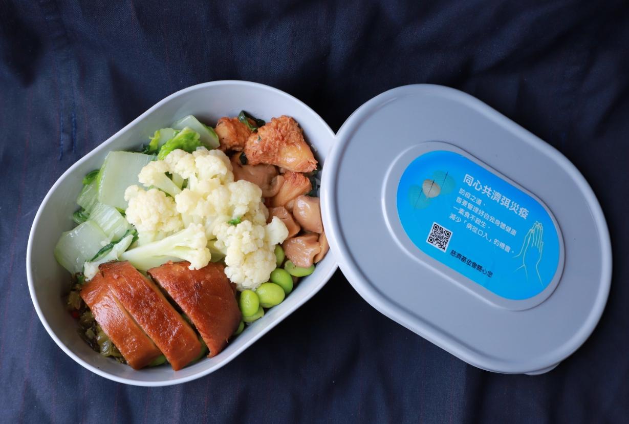 熱騰騰的素食便當不但暖胃也暖心,期待有更多人可以加入茹素行列。