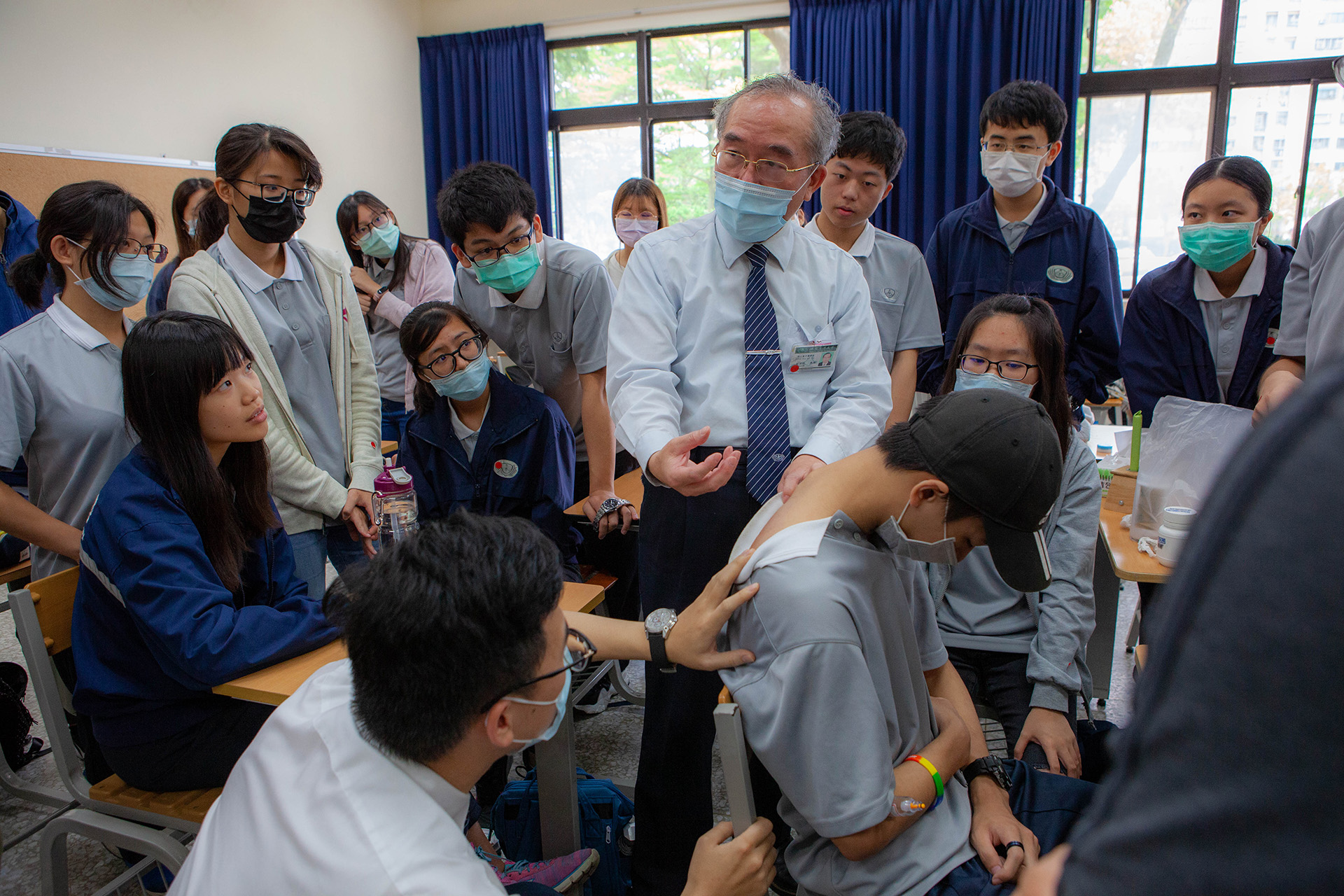 林宜信教授與龔彥綸醫師解說「刮痧」的臨床應用。