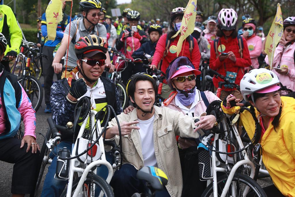 自行車手代言人陳漢典。