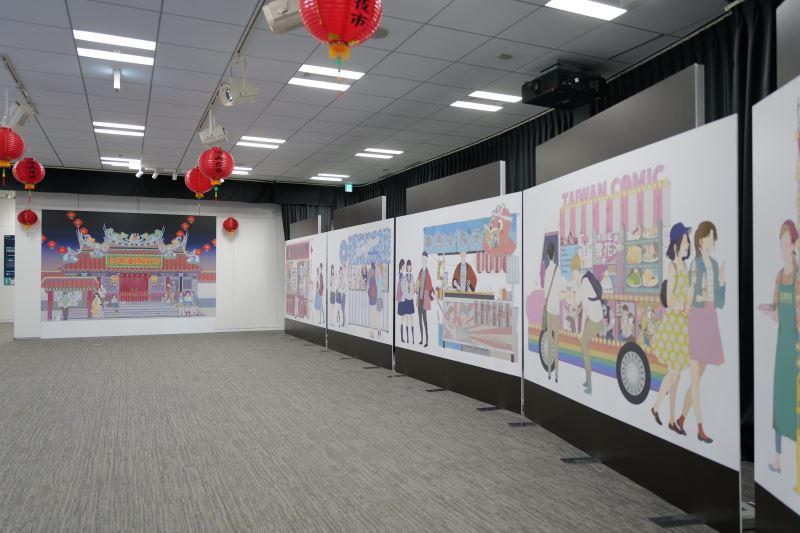 臺灣漫畫家左萱為本次展覽繪製臺灣漫畫夜市看版供民眾合影留念。