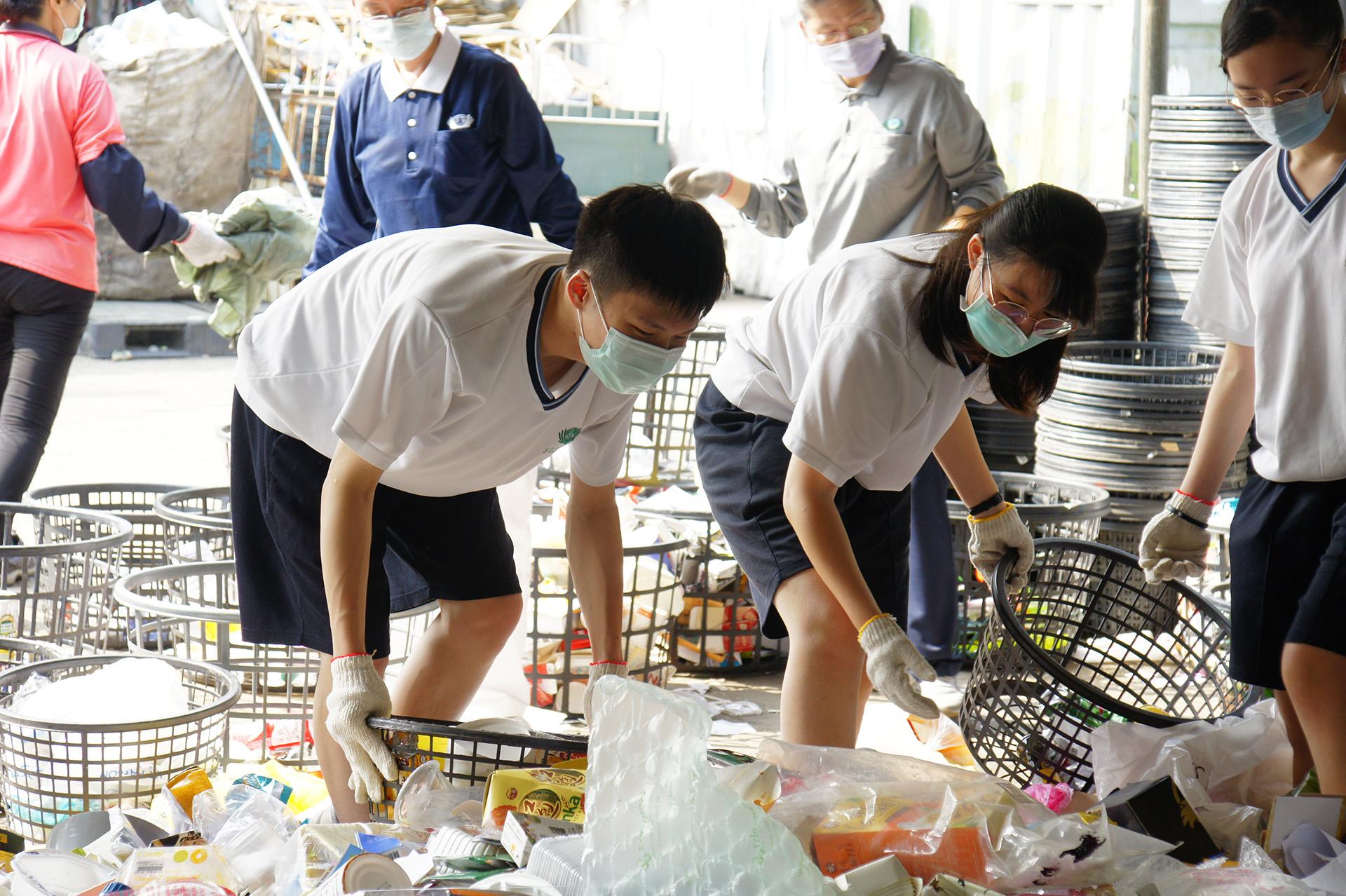 有師姑師伯們的教導與陪伴,做回收分類不困難。