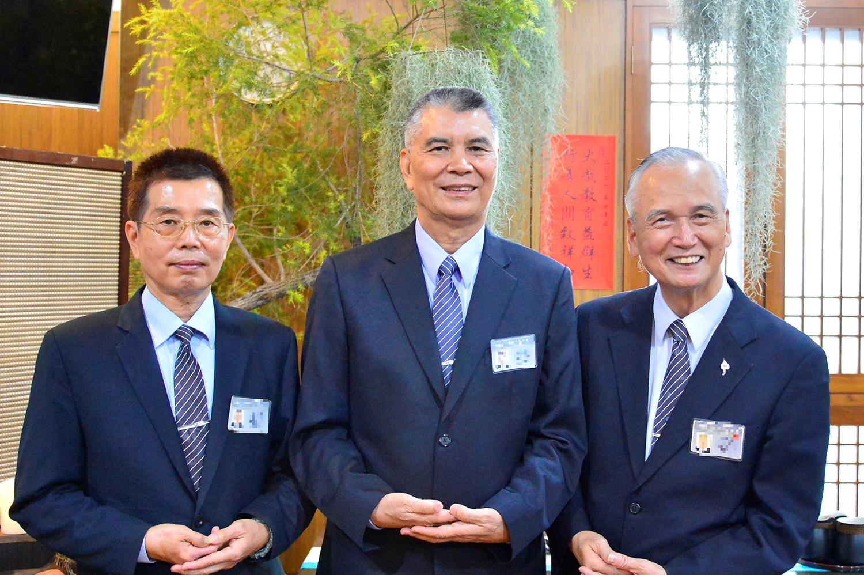 林坤旺因新冠疫情留在台灣培訓志工,與慈濟志工一起投入中區慈善工作。(攝影:歐明達)