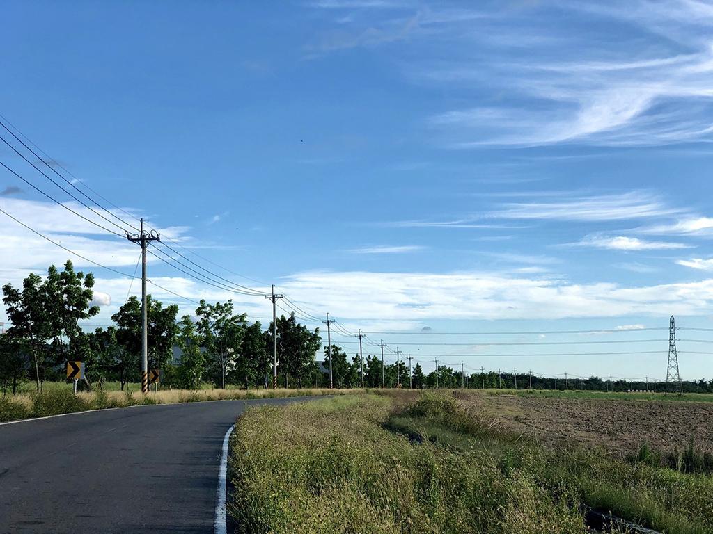 黃偉哲市長邀請車友換上輕裝出發,一同領略自行車道鄉間遊歷之趣。
