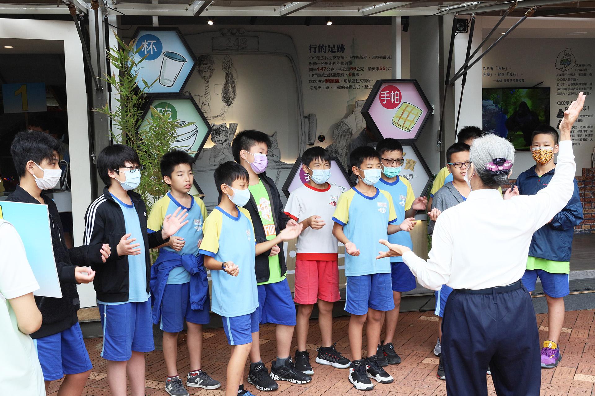 「行動環保教育車」受邀蒞臨在臺北市永建國小舉辦的「109年全國環境教育成果觀摩會暨永續城市國際論壇」展出。
