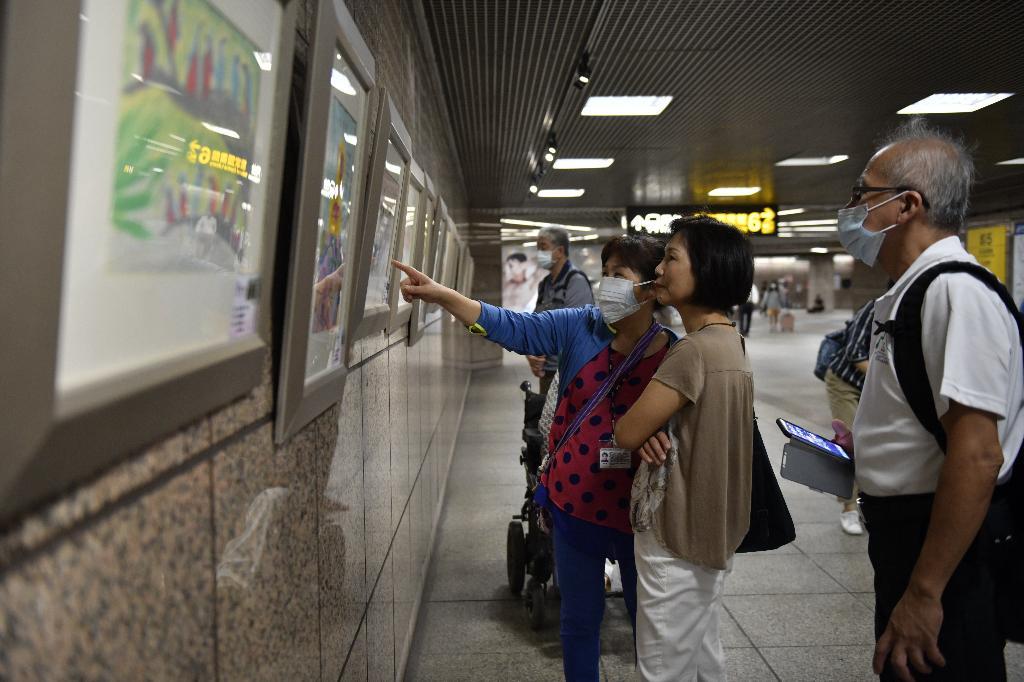 五位九十歲以上的阿公阿嬤對繪畫很有興趣,為此報名志玄文教基金會臺北終身教育中心的樸實藝術課程,還開辦畫展。