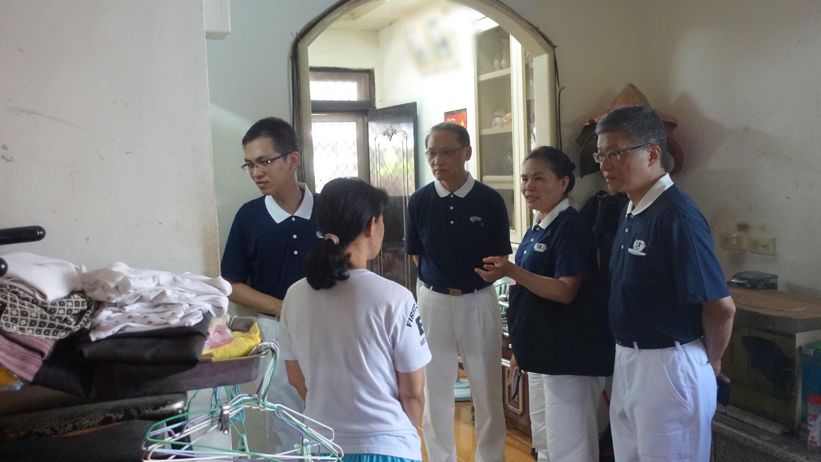 志工訪視了解是否有居家改善需求,盼更深耕慈善。(攝影:陳誼謙)