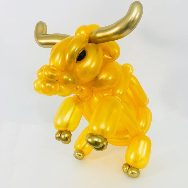 國美館兒童節將「扭轉藝象。創意魔幻秀」設計水牛造型的創意氣球DIY活動。