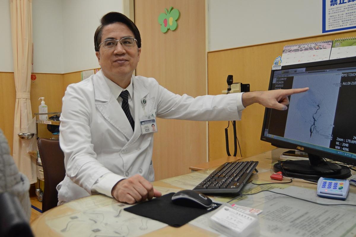 徐賢達主任看診示意照。
