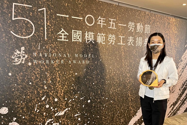 花蓮慈濟醫院病房護理長劉玉玲,獲頒「全國模範勞工」殊榮。