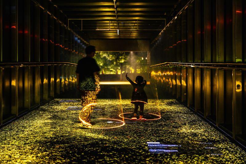 國立臺灣美術館「2021臺灣國際光影藝術節」黑川互動媒體藝術(光廊)。