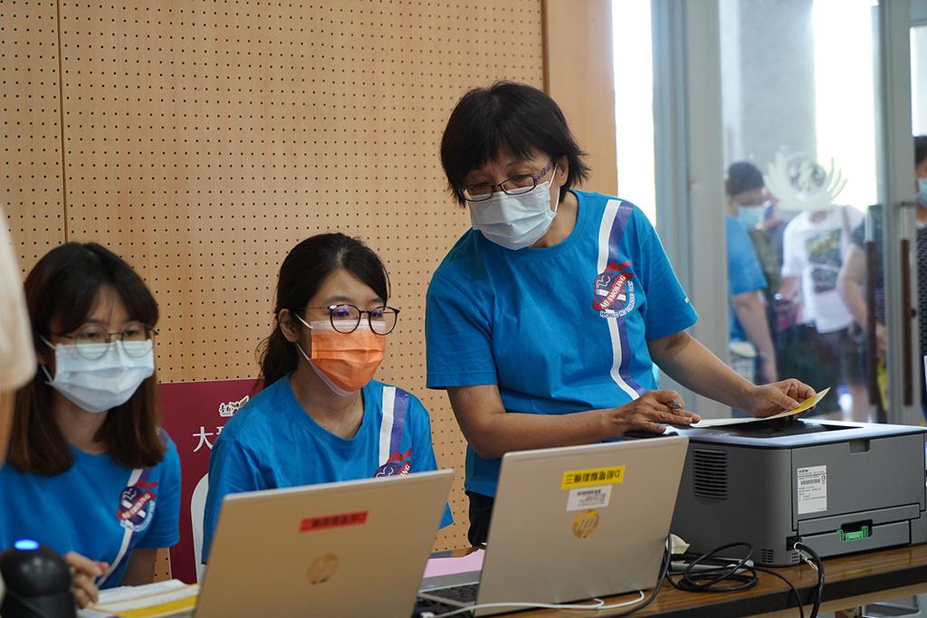 台南市衛生局國民健康科秘書李寶玉(右)。