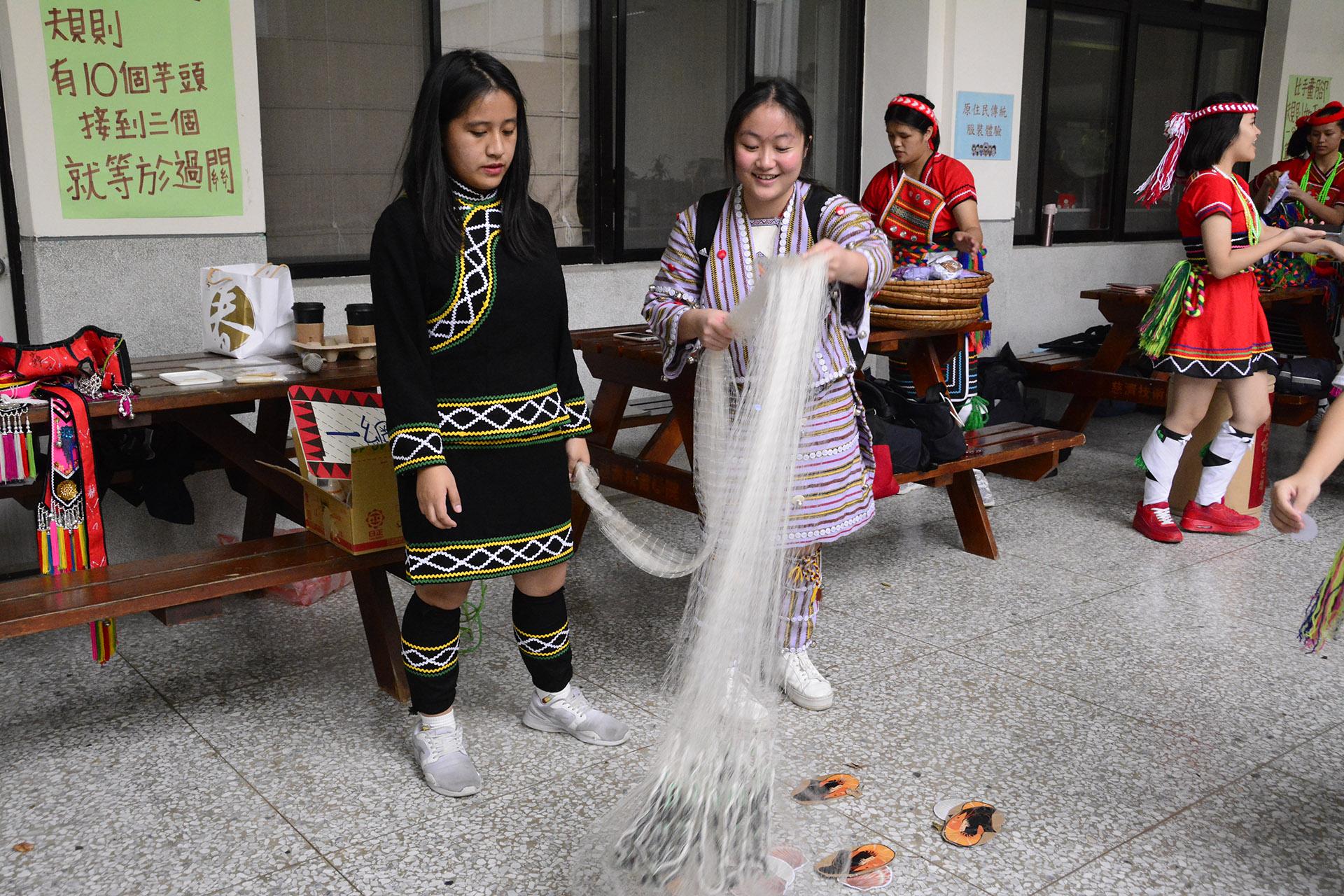 學校舉辦許多原住民活動,展現族群文化。