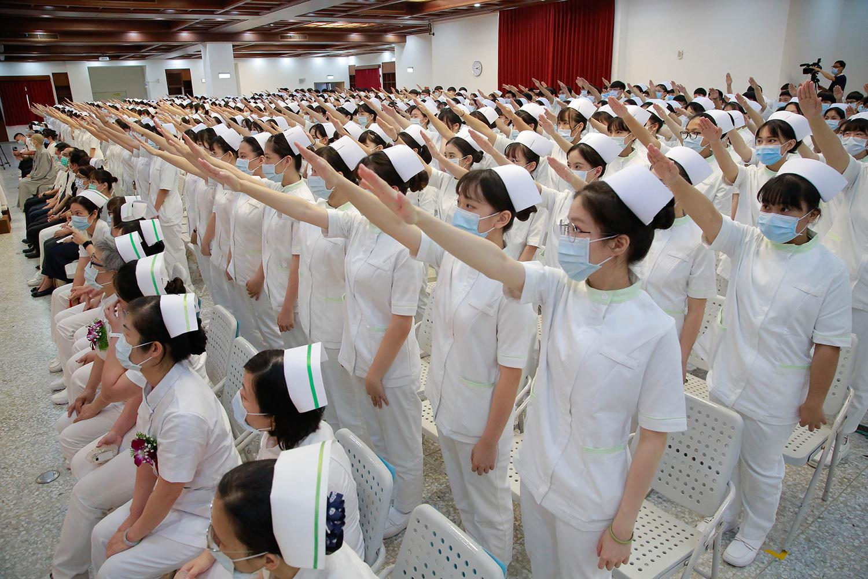現場406位學生齊聲宣誓。