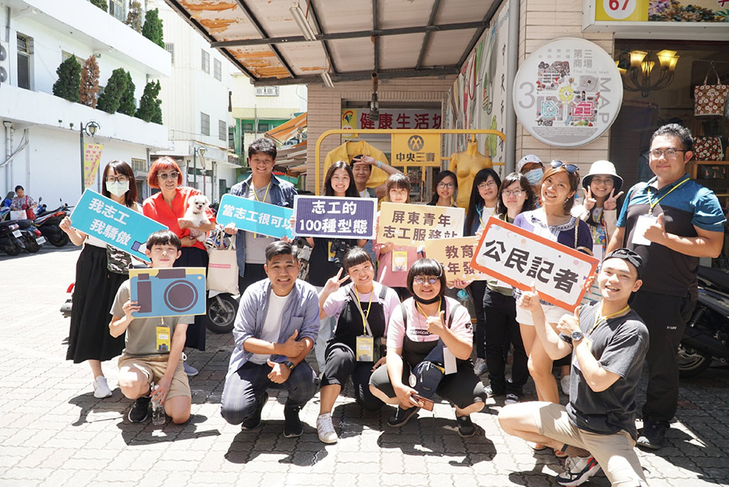 來自高雄屏東的青年志工共同在中央市場齊聚採訪。