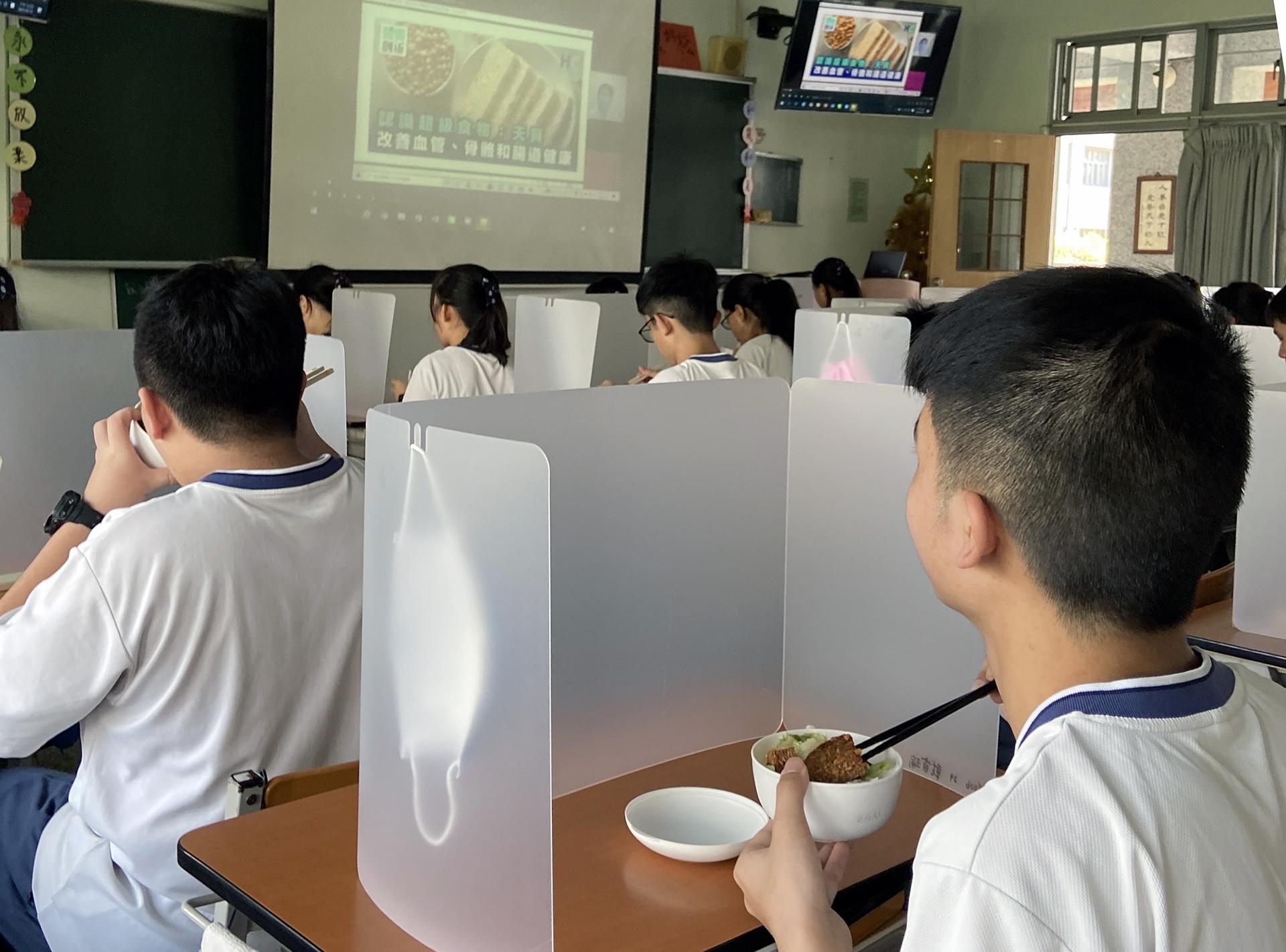 透過「午餐食客」推動食農教育,建立低碳蔬食飲食習慣。