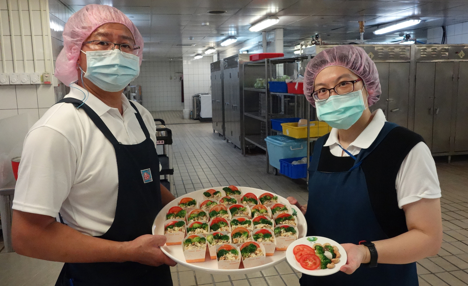 黃靖琇營養師與尤明定廚師聯手推出防疫蔬食好料理「豆粉腰果醬蒟蒻拌麵」