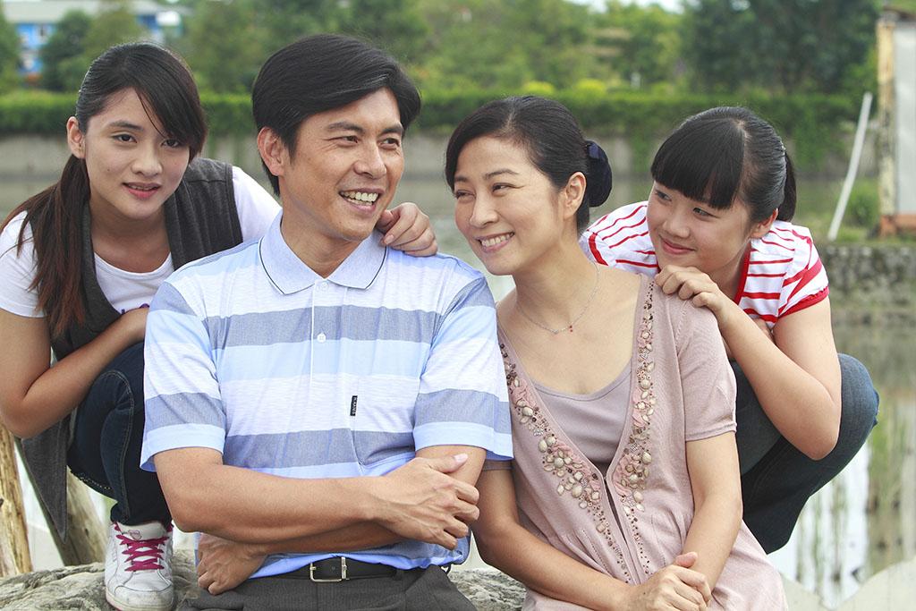 九月二十日上檔的大愛年度劇展《雨露》由方文琳、蘇炳憲領銜主演。
