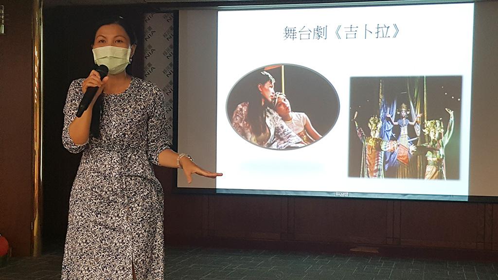 陳秋柳與女兒鄭琬諠一起演舞台劇《吉卜拉》時,發現女兒有演戲的才華。