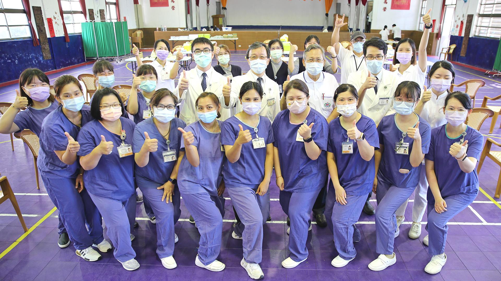 花蓮縣於九月二十三日開打校園BNT疫苗,由花蓮慈濟醫院團隊來到首站四維高中,為近千名學生進行疫苗注射。