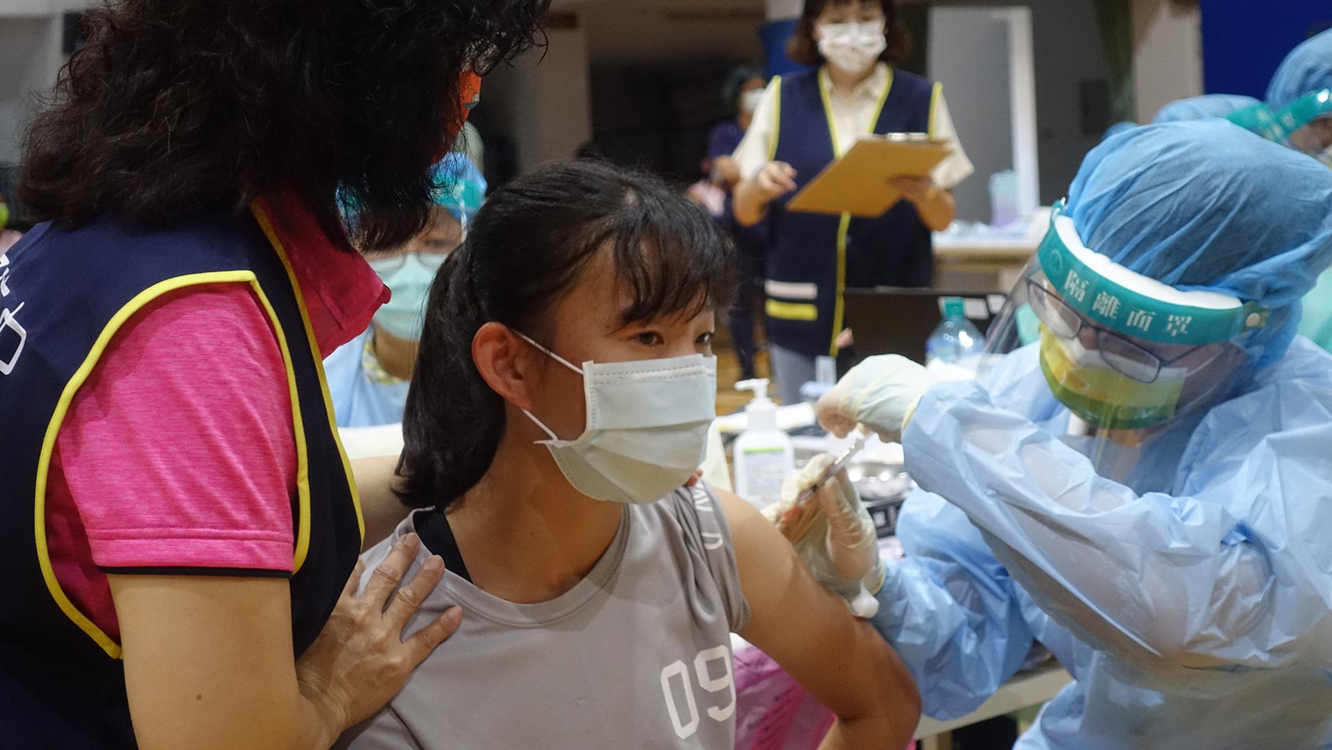 台中市9月23日起為全市高、國中學生進行BNT疫苗第一劑接種作業。